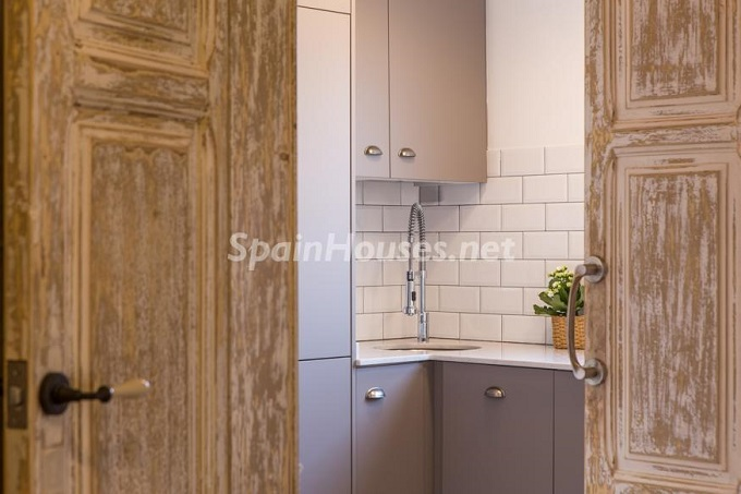 8. Apartment for sale in Barcelona - For Sale:  Renovated Apartment in Barcelona