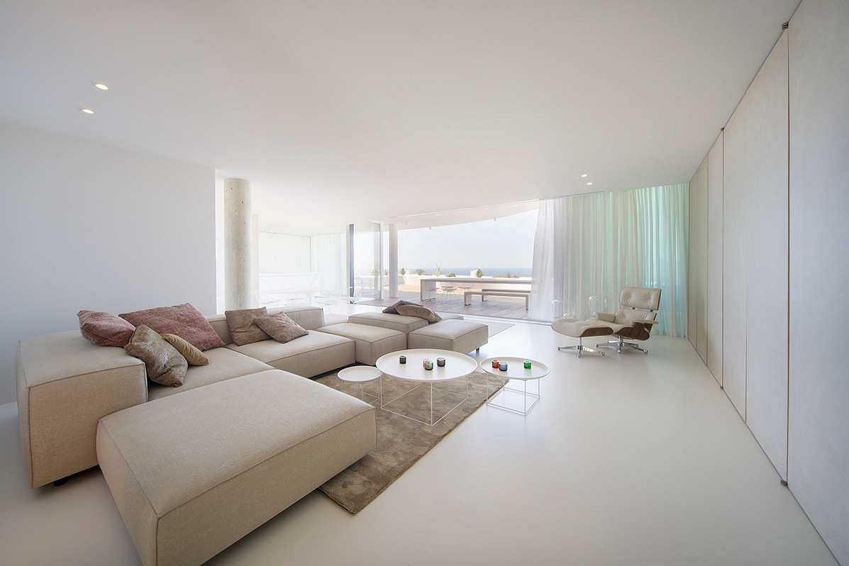 8. Apartment in Alicante by LOFT4C - Gorgeous Rooftop Apartment in Alicante by LOFT4C