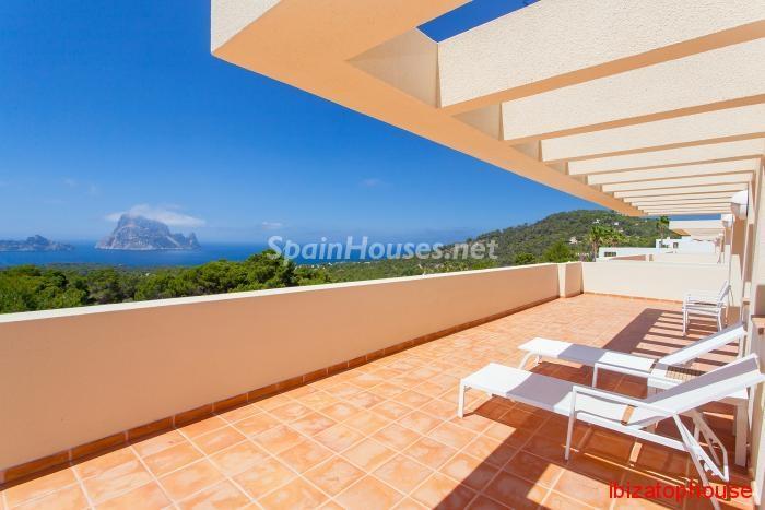 8. Detached villa for sale in Sant Josep de sa Talaia - For Sale: Luxury Retreat with Unbeatable Views in Ibiza
