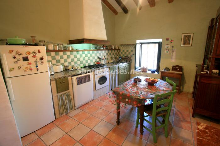 8. Estate for sale in Vilamacolum Girona - On the Market: Beautiful Estate For Sale in Vilamacolum, Girona