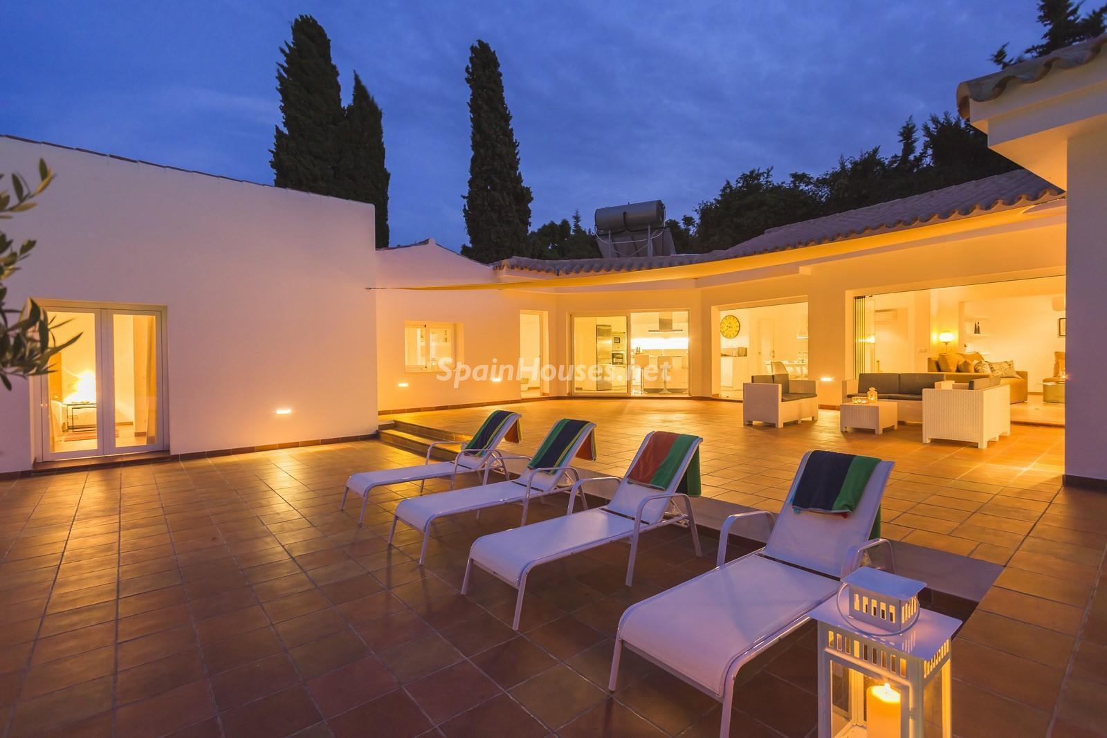 8. Villa for sale in Estepona Málaga - Beautiful 4 Bed Villa For Sale in Estepona, Málaga