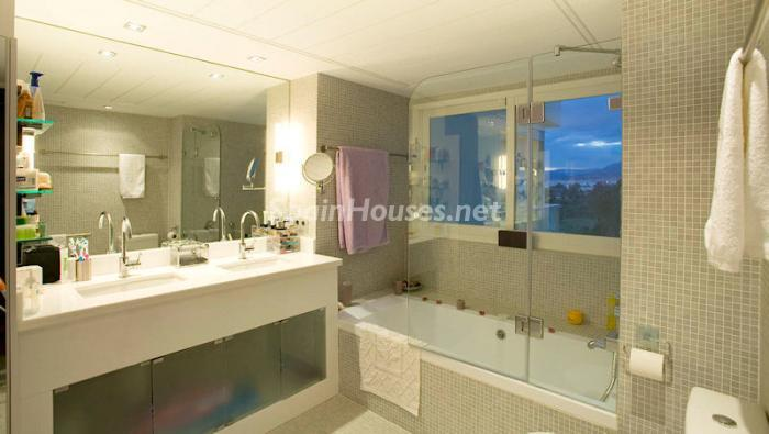 831 - Luxury Apartment for Sale in Marbella, Malaga