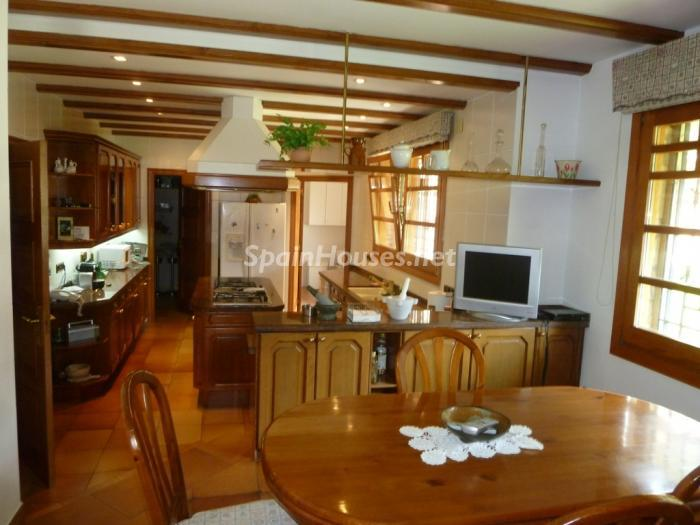 9 House for sale - Large Mountain House For Sale in Caldes de Montbui (Barcelona)