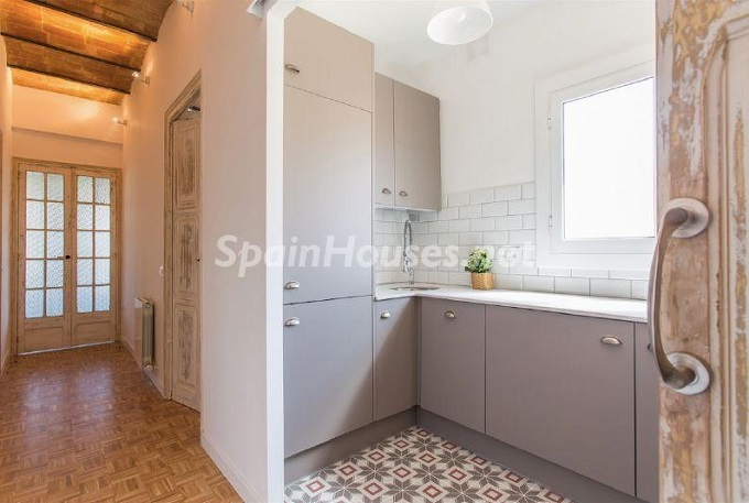 9. Apartment for sale in Barcelona - For Sale:  Renovated Apartment in Barcelona