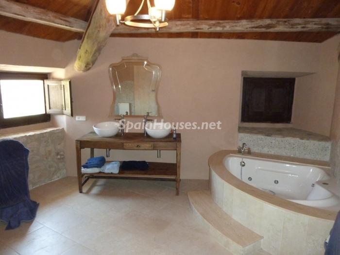 9. Detached house for sale in Cervera Lleida - For Sale: Beautiful Detached House in Cervera, Lleida
