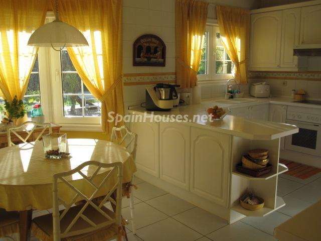 9. House for sale in Madrid - Classic Style Chalet for Sale in Boadilla del Monte, Madrid