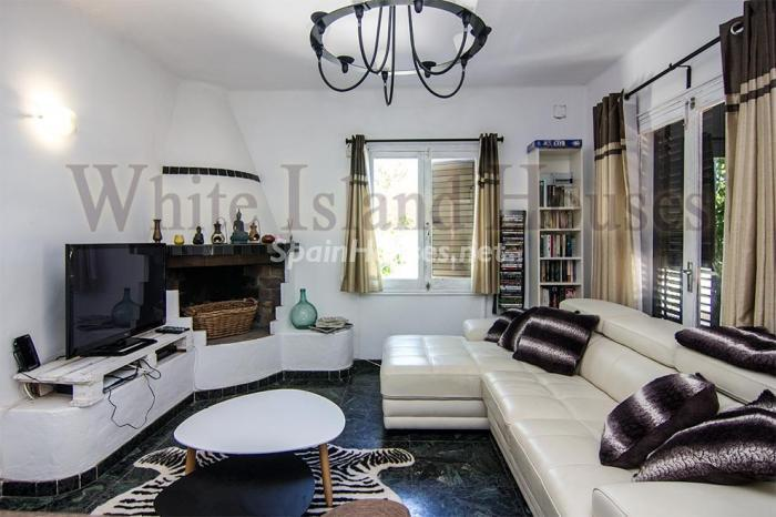 9. House for sale in Santa Eulalia del Río Balearic Islands - On the Market: Detached House in Santa Eulalia del Río, Balearic Islands