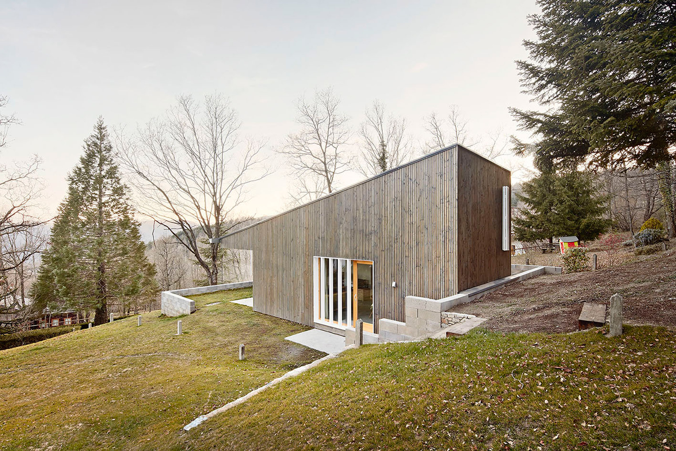 9. Prefababricated wooden home in the Pyrenees by architect Marc Mogas - Prefabricated wooden home in the Pyrenees by architect Marc Mogas