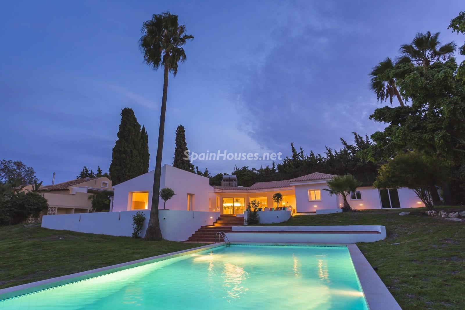 9. Villa for sale in Estepona Málaga - Beautiful 4 Bed Villa For Sale in Estepona, Málaga