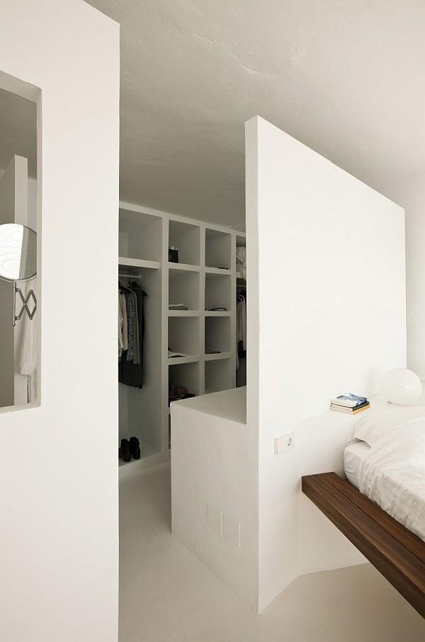 9 - Minimalist Home in Ibiza (Spain)
