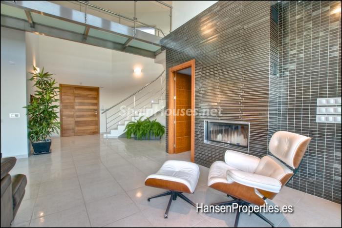 96 - Modern Style Villa for Sale in Malaga City
