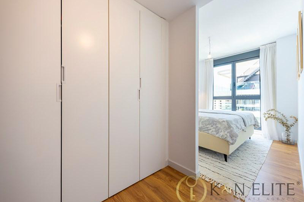 ARMARIO DORMITORIO - Discover this flat next to the beach in Alicante, ideal for those looking for a modern and comfortable space
