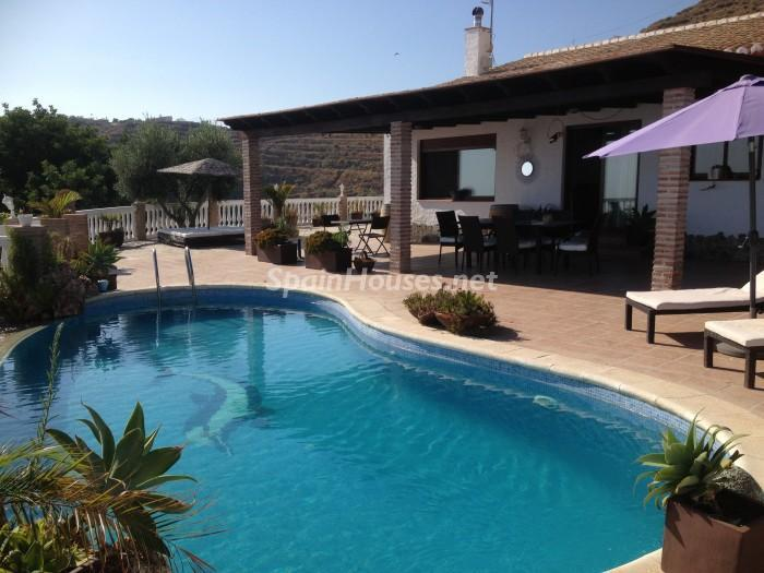 Almuñécar - Holidays in Spain? 6 rental houses with swimming-pool and a stone's throw from the beach