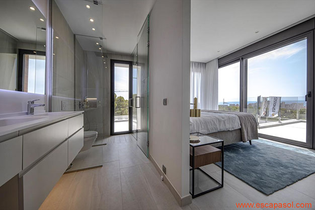 BANO DORMITORIO PRINCIPAL - Discover this spectacular house with a pool in Alicante