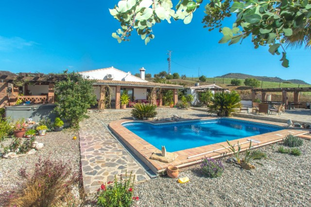 BOEAEP2480 67162 640 V1 6D55 - Nature and equestrian world merged in a beautiful estate in Álora (Málaga)