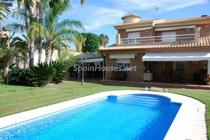 Calafell Tarragona - Holidays in Spain? 6 rental houses with swimming-pool and a stone's throw from the beach