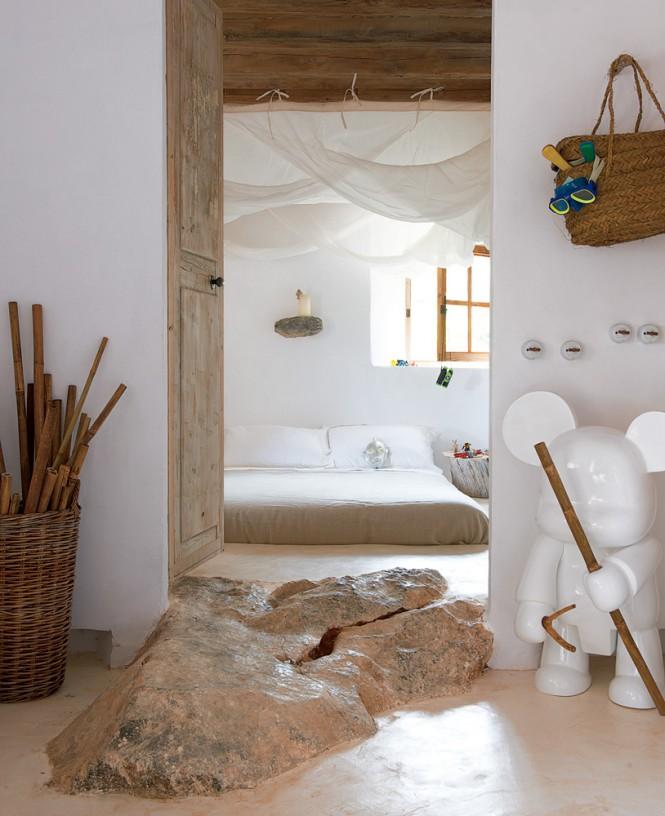 Cave Home2 - Cave House in Mallorca by Designer Alexandre de Betak