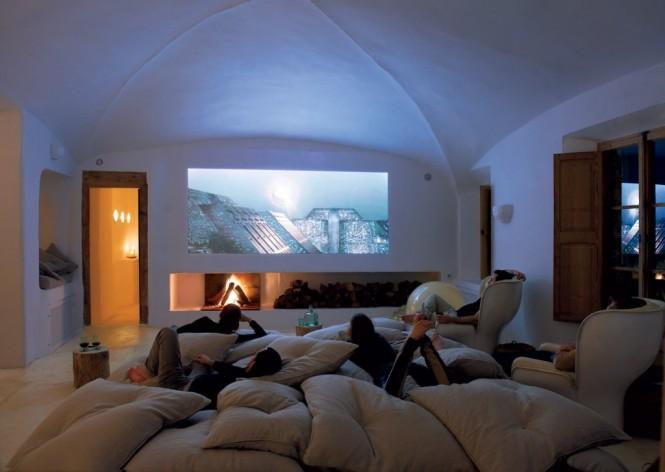 Cave Home5 - Cave House in Mallorca by Designer Alexandre de Betak