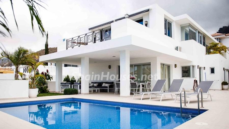 Chalet for sale in Adeje e1493713353799 - 8 Fantastic Homes for Sale in the Canary Islands!