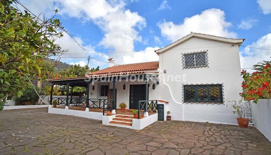 Chalet for sale in San Cristóbal de la Laguna e1493713386771 - 8 Fantastic Homes for Sale in the Canary Islands!