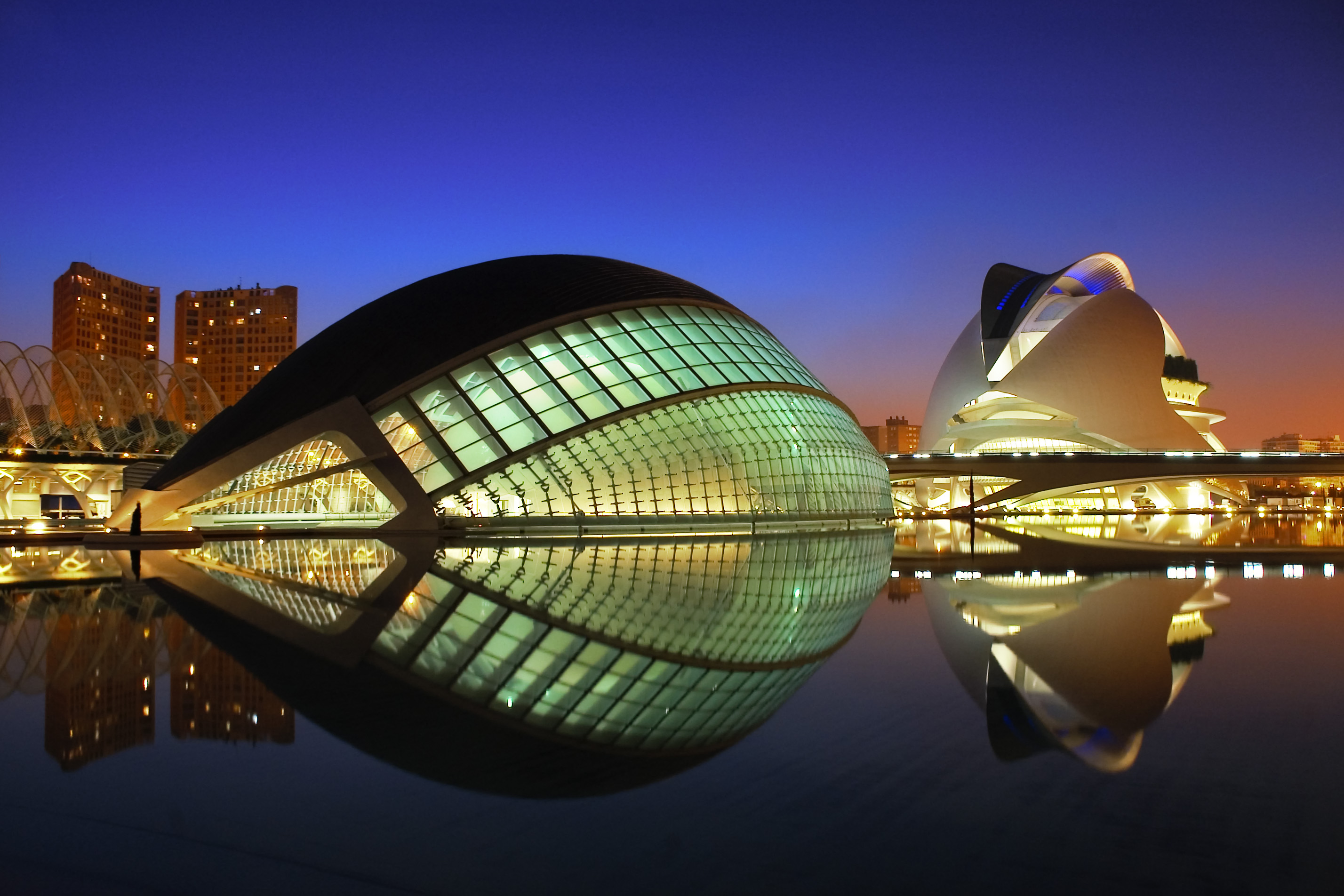 City of arts and sciences in valencia spain news for Architecture high tech