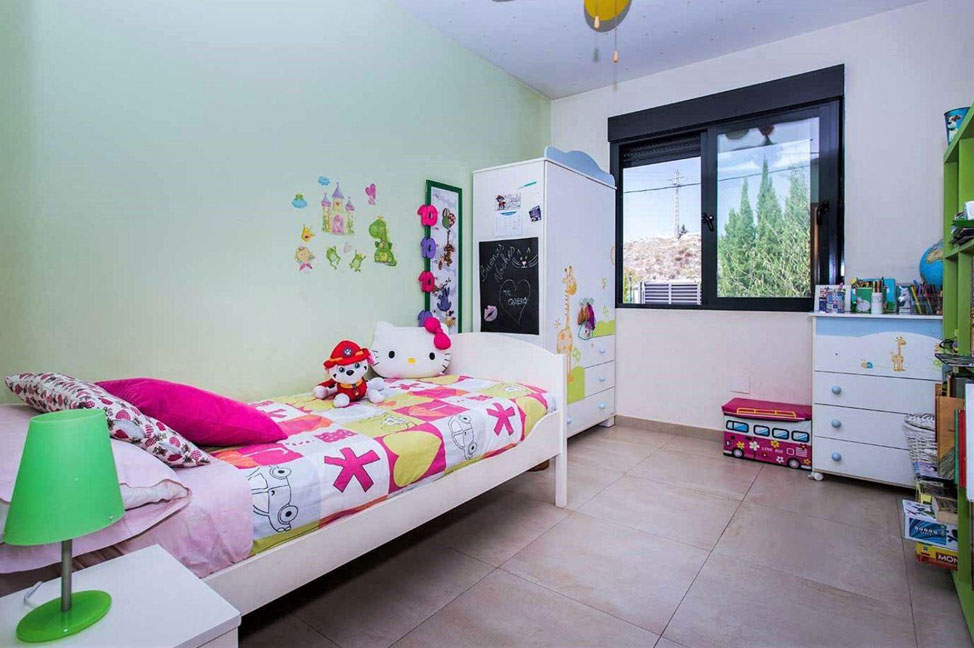 Dormitorio3 1 - Enjoy the gardens, pool, and tranquillity of this single-family home in Alicante