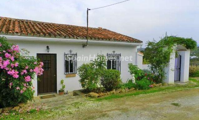 Estate for sale in Tolox Málaga - Country Houses: 7 Estates Under €200,000 in Spain