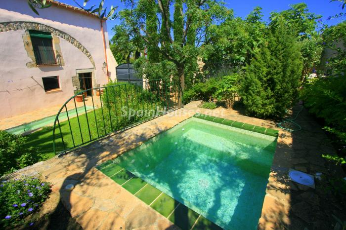 Estate for sale in Vilamacolum (Girona)