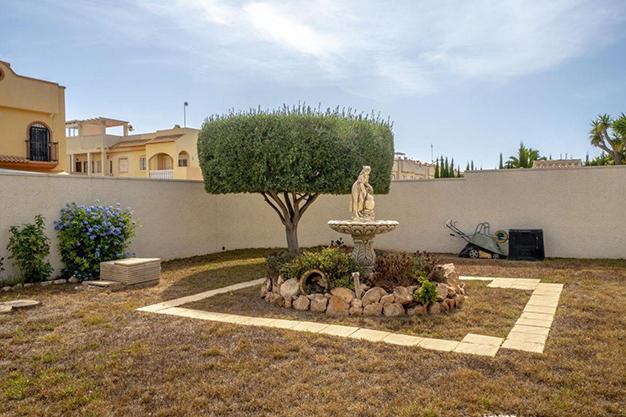 FUENTE ALICANTE - Enjoy the Nice Weather of Costa Blanca with this Exclusive Alicante Villa