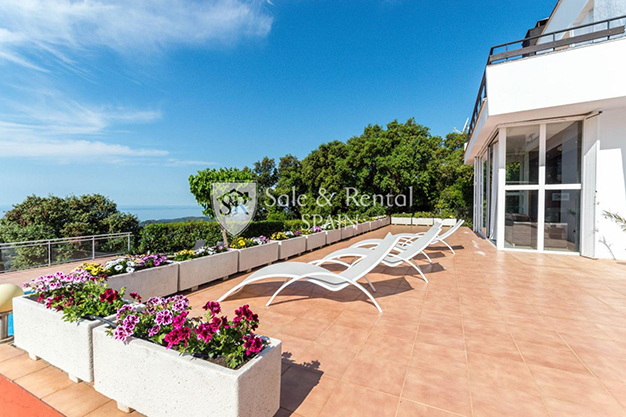 HAMACAS BARCELONA - This luxury house in Barcelona has everything you need to enjoy life to the full