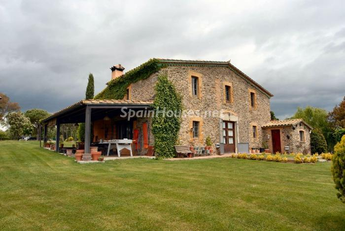 House in Sils - Beautiful Country House for Sale in Sils, Girona