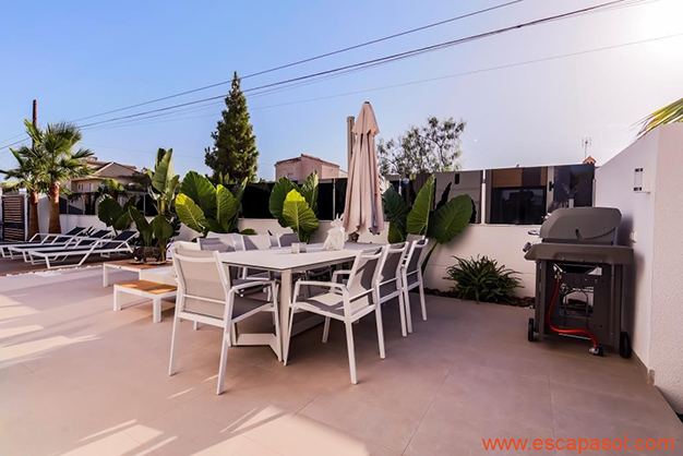 IMAGEN TERRAZA - House with private pool in Costa Blanca: the best way to enjoy a warm climate