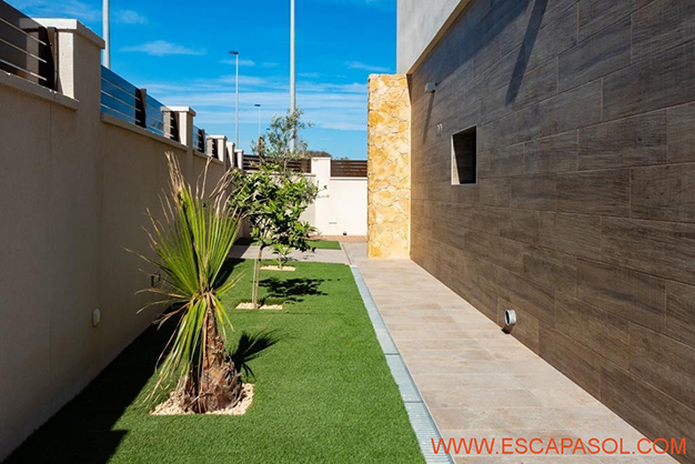 JARDINES ALICANTE - This brand new villa with a pool in Alicante is just perfect for a fresh start