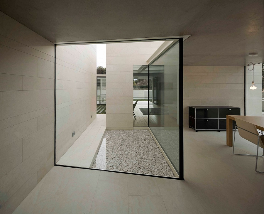 Outstanding and Minimalist Home in Barcelona10