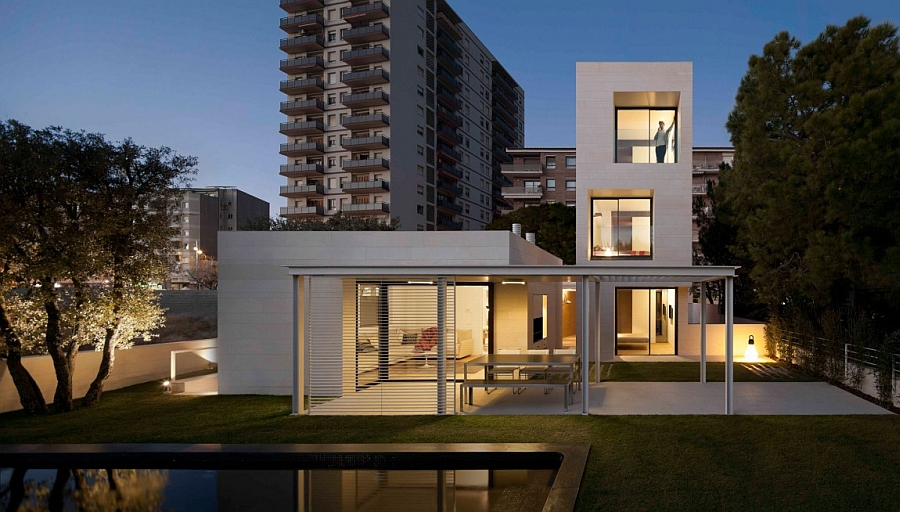 Outstanding and Minimalist Home in Barcelona11