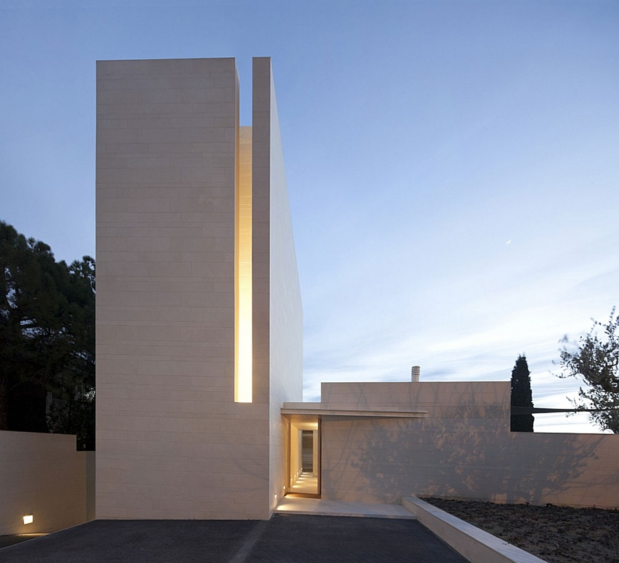 Outstanding and Minimalist Home in Barcelona2