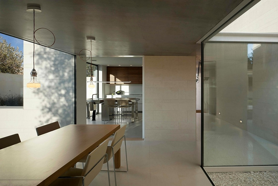 Outstanding and Minimalist Home in Barcelona7