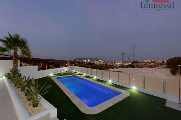PISCIN BENIDORM - This luxury villa in Benidorm is the perfect house: a pool, garden, solarium and much more