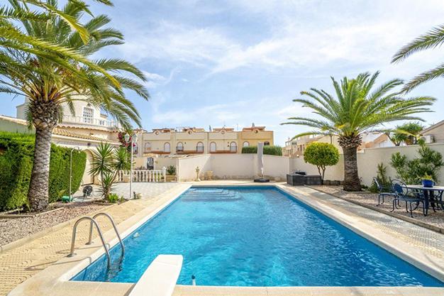 PISCINA ALICANTE 3 - Enjoy the Nice Weather of Costa Blanca with this Exclusive Alicante Villa