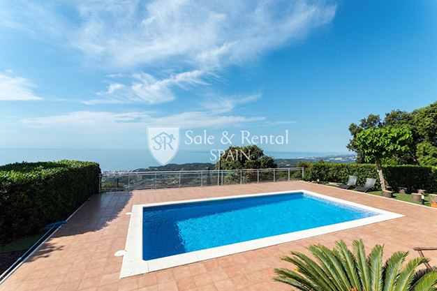 PISCINA BARCELONA - This luxury house in Barcelona has everything you need to enjoy life to the full