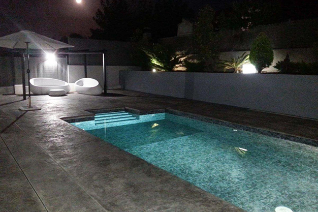 PISCINA CHALET BARCELONA - This villa in Barcelona has everything to enjoy nature and life