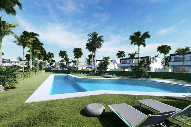 PISCINA PAREADOS - Luxury features and a private garden in these incredible duplexes in Málaga