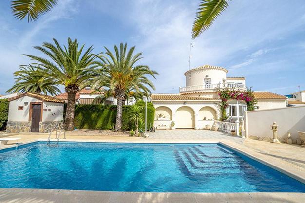 PRINCIPAL ORIHUELA - Enjoy the Nice Weather of Costa Blanca with this Exclusive Alicante Villa