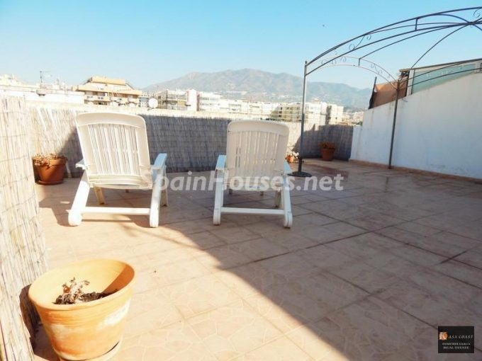 Penthouse flat to rent in Fuengirola e1476693600778 - 6 Fantastic apartments to rent under €900 per month