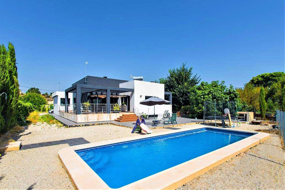 Piscina 1 - Enjoy the gardens, pool, and tranquillity of this single-family home in Alicante