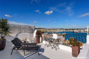 Apartment facing the harbour in Ibiza: absolute maritime charm