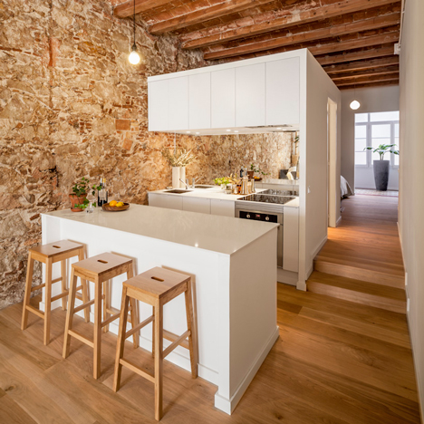 Renovated apartment in Barcelona by Sergi Pons