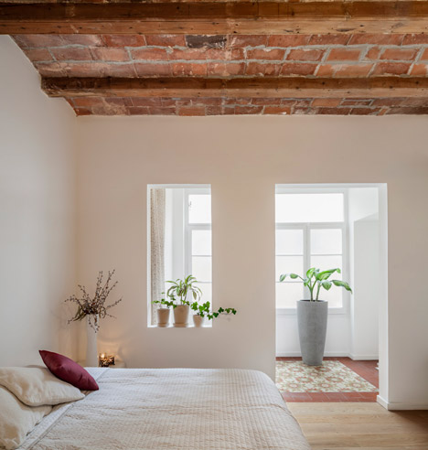 Renovated apartment in Barcelona by Sergi Pons10