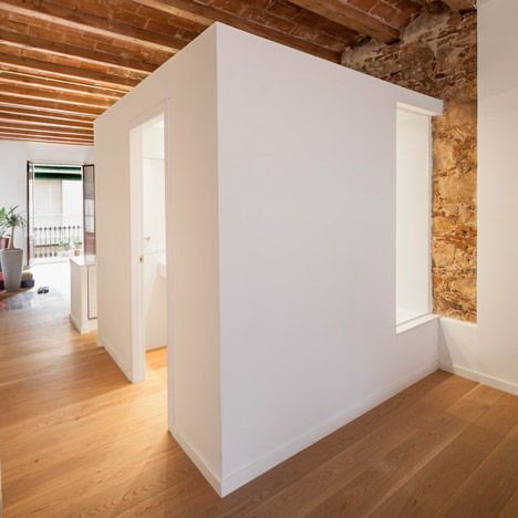 Renovated apartment in Barcelona by Sergi Pons2