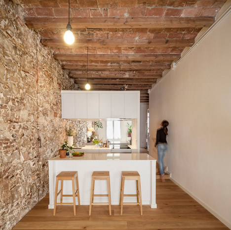 Renovated apartment in Barcelona by Sergi Pons3